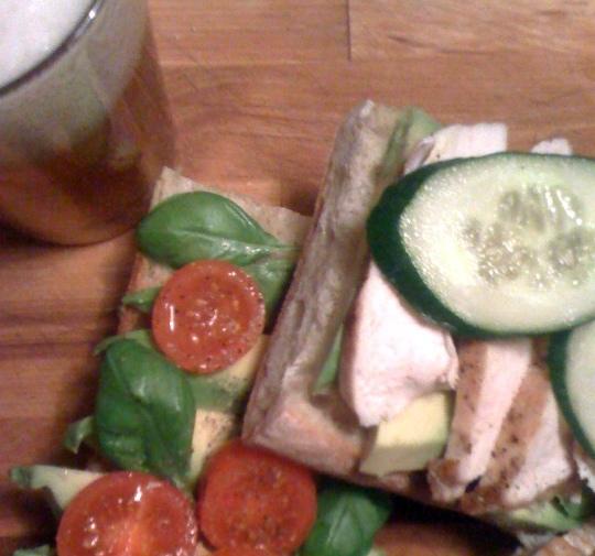 Huhn_avocado_sandwich