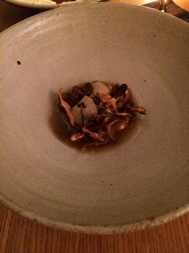 Topinambur mit getrockneten & gebeizten Pilzen und gleichem Sud