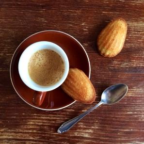 Madeleines mit Kaffee